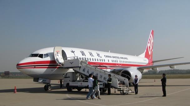 根据国家民航局统一部署,今年全国民航冬春季班期执行日期自10月25日起至2016年3月26日。临沂民航根据冬春季航班运行特点,提前规划部署,在保证航班稳定性的基础上对部分航班进行优化、调整,恢复重庆、烟台、海口航班。 其中,恢复的重庆、烟台航班由华夏航空CRJ-900机型执飞,班期为每周二、四、六。具体时刻为:重庆09:30起飞,11:35到达临沂。临沂15:00起飞,17:35到达重庆;临沂12:10起飞,13:00到达烟台。烟台13:35起飞,14:25到达临沂。 航班换季后,上海虹桥晚航班(MU5